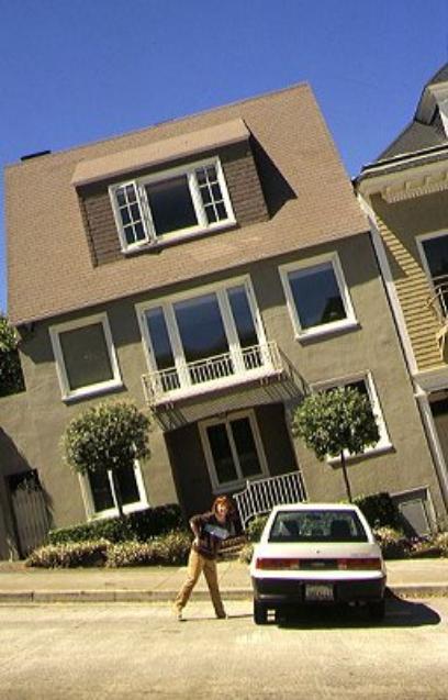 Una casa torcida o una calle